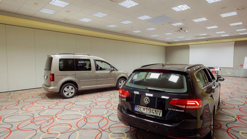 auto v kongresovej sále v Hoteli Tenis vo Zvolene